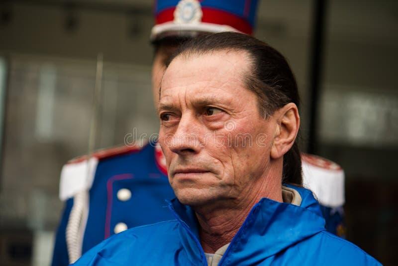 Ivan Patzaichin på belysningen av den olympic facklan i Bucharest royaltyfria foton