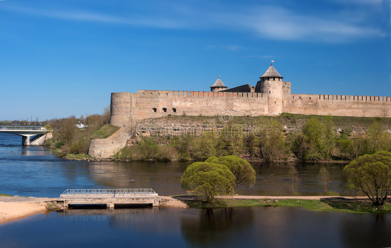 Ivangorod αρχαίο φρούριο στα σύνορα της Ρωσίας και της Εσθονίας στοκ φωτογραφία