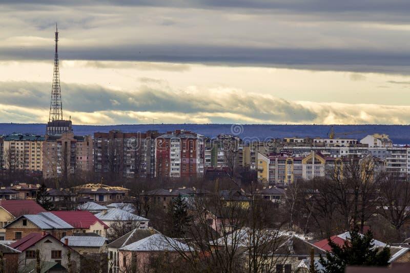 Ivano-Frankivsk市,有高大厦的乌克兰鸟瞰图  库存照片