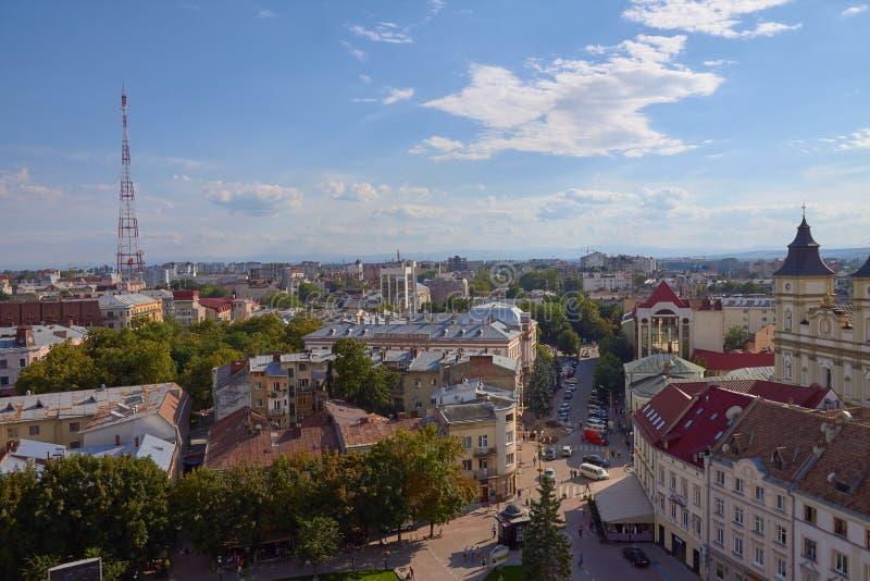 Ivano-Frankivsk, Ucrania 07 04 Vista 2018 de las calles y de los edificios de la ciudad europea vieja imágenes de archivo libres de regalías