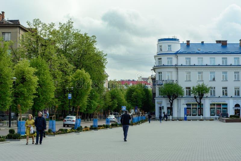 Ivano-Frankivsk, Ukraina - 23 kwietnia 2017: Iwano-Frankiwsk jest majestatyczny z domami i szerokimi ulicami obrazy royalty free