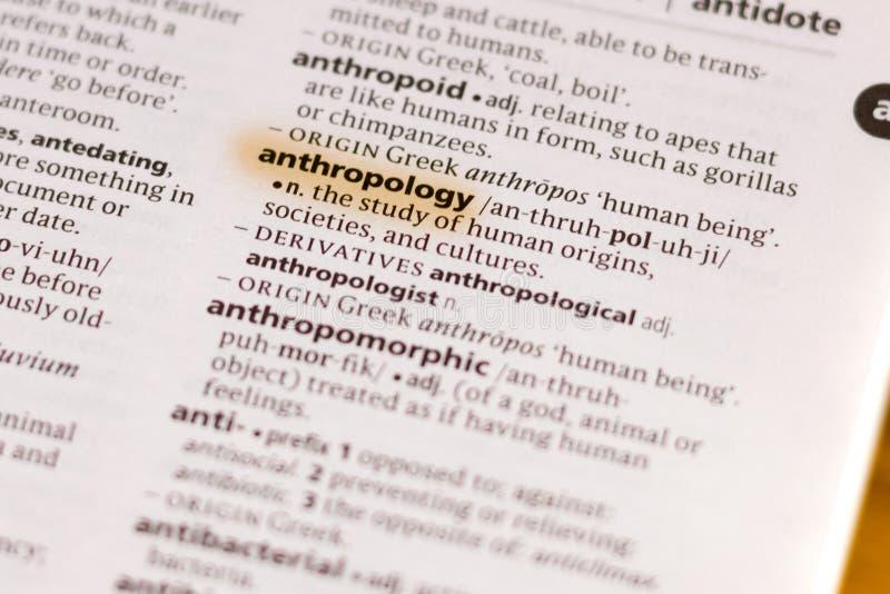 Ivanovsk, Rusia - 19 de noviembre de 2018: La antropología de la palabra o de la frase en un diccionario fotos de archivo