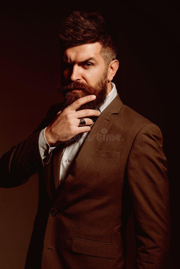 Ive teve uma grande experiência no negócio de forma negócio como usual Forma dos homens Homem farpado após a barbearia Homem fotos de stock