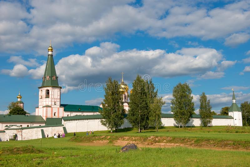 Iver katedra i Dzwonkowy wierza obraz stock