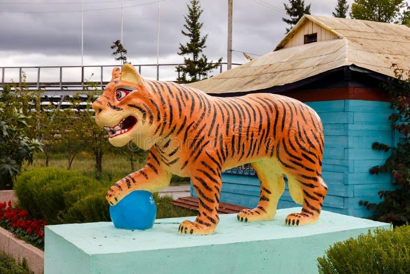 Ivolginsky datsan, rzeźba Buddyjski tygrys zdjęcie stock