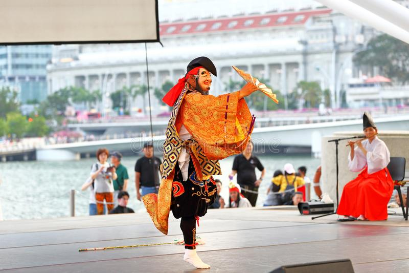 Iwa Kagura: Zabójstwo przewodzący węża występ przy esplanada Plenerowym teatrem Singapur zdjęcie royalty free