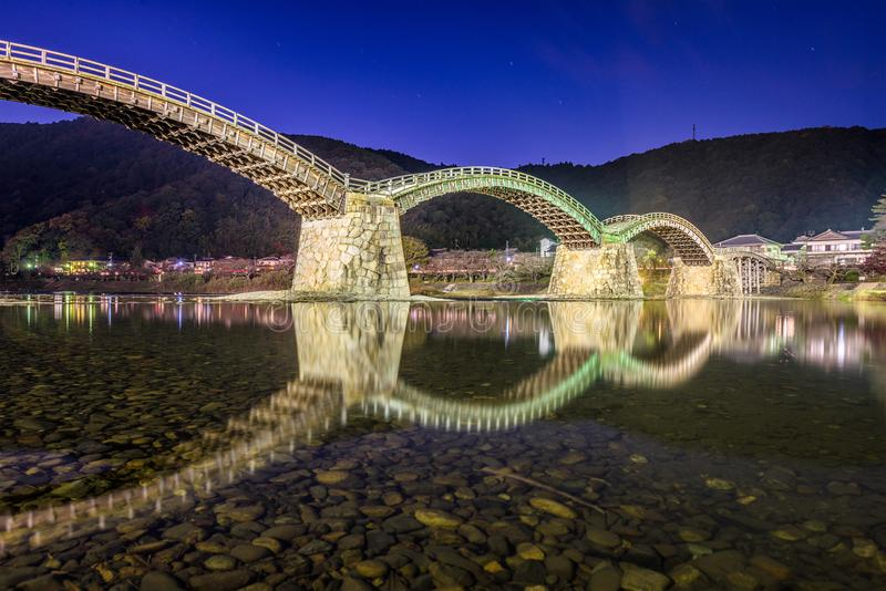 Iwakuni Japan på den Kintaikyo bron royaltyfria foton