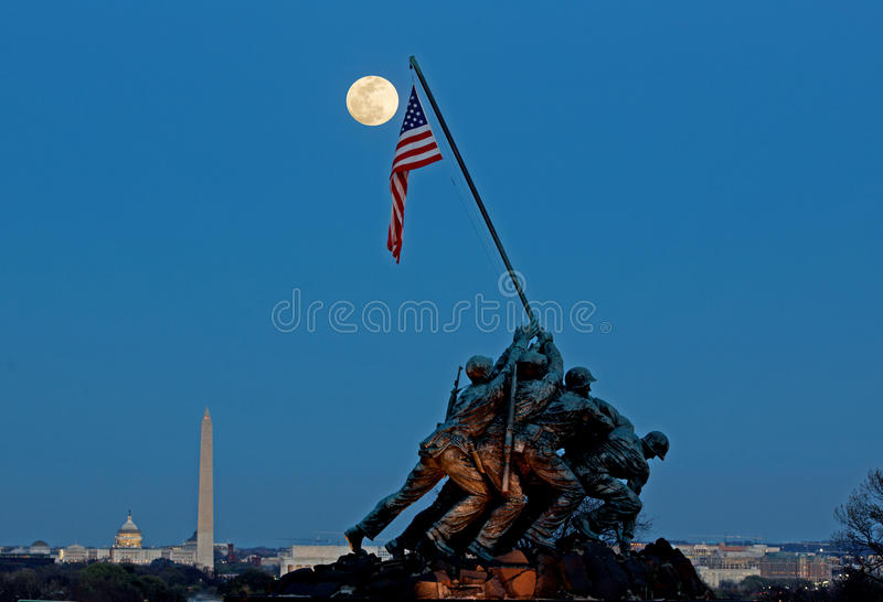 Iwo Jima Memorial Full-Moonrise lizenzfreie stockbilder