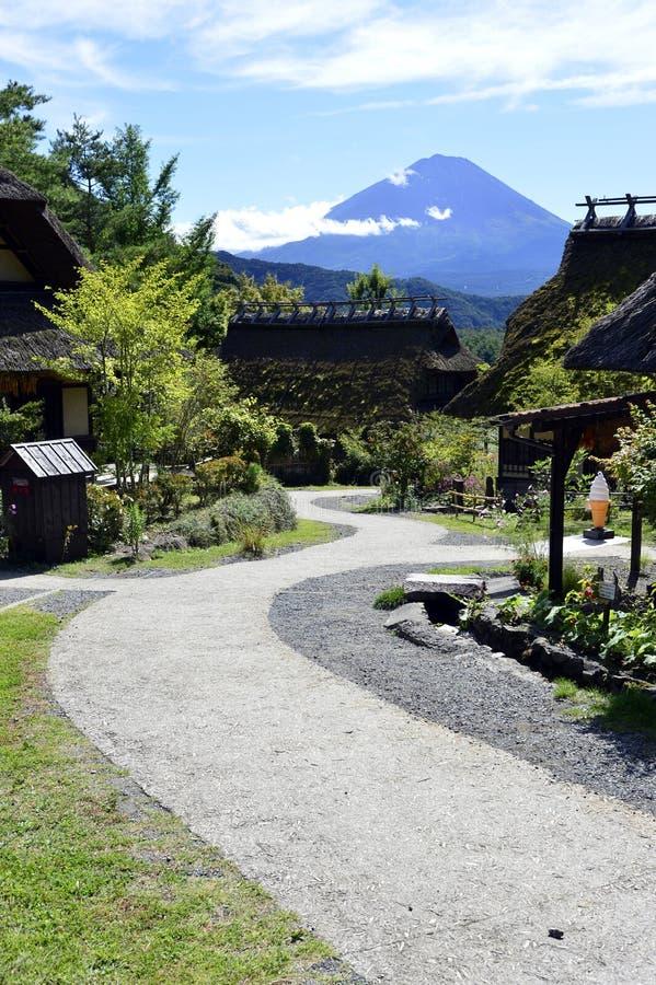 Iyashinosato ancien village japonais avec Fuji San est un village japonais reconstruit image libre de droits