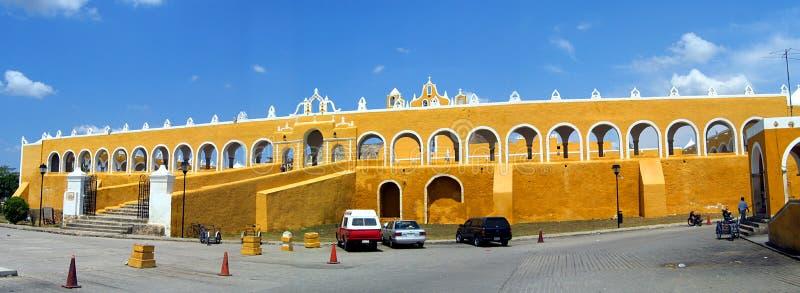 Izamal geel klooster stock foto's