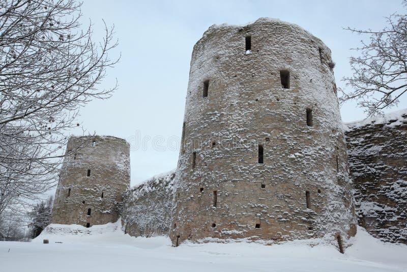 Izborskvesting dichtbij Pskov, Rusland De Russische winter royalty-vrije stock foto's