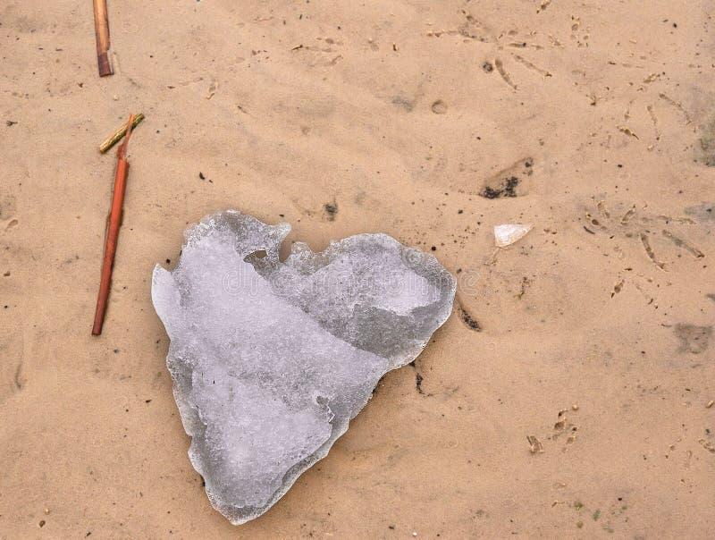 Izeme Herzenslust im Sand, in der Liebe und in der Umgebung stockbilder