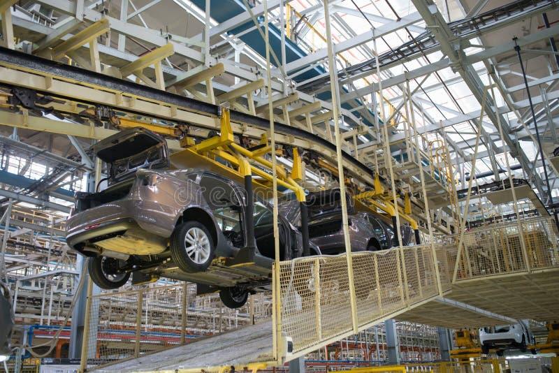 Izhevsk, Rússia - 15 de dezembro de 2018: Cadeia de fabricação produção do carro novo de LADA na fábrica de automóvel AVTOVAZ em  fotografia de stock royalty free