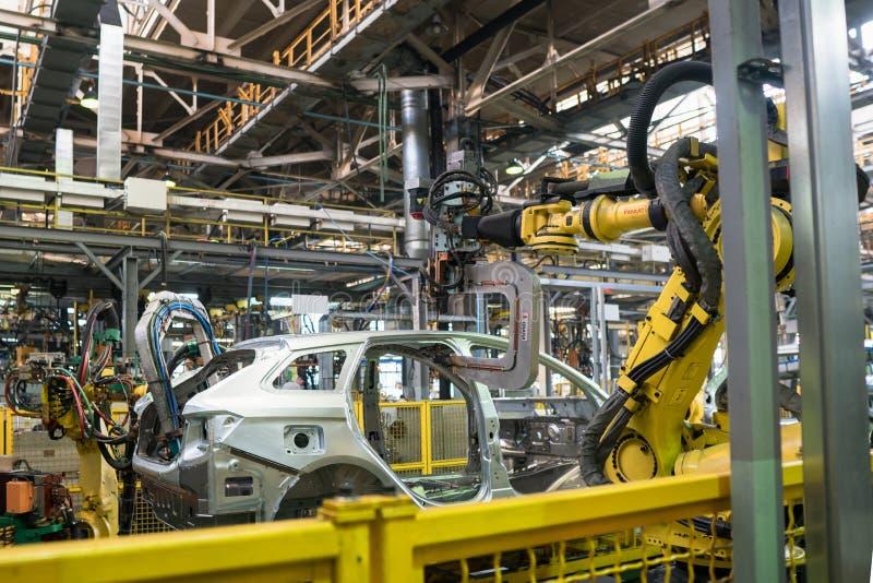 Izhevsk, Rússia - 15 de dezembro de 2018: Cadeia de fabricação produção do carro novo de LADA na fábrica de automóvel AVTOVAZ em  imagem de stock