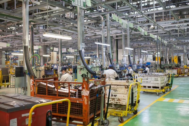 Izhevsk, Russland - 15. Dezember 2018: Fließbandproduktion neuen LADA-Autos an der Autofabrik AVTOVAZ im Dezember stockfotos
