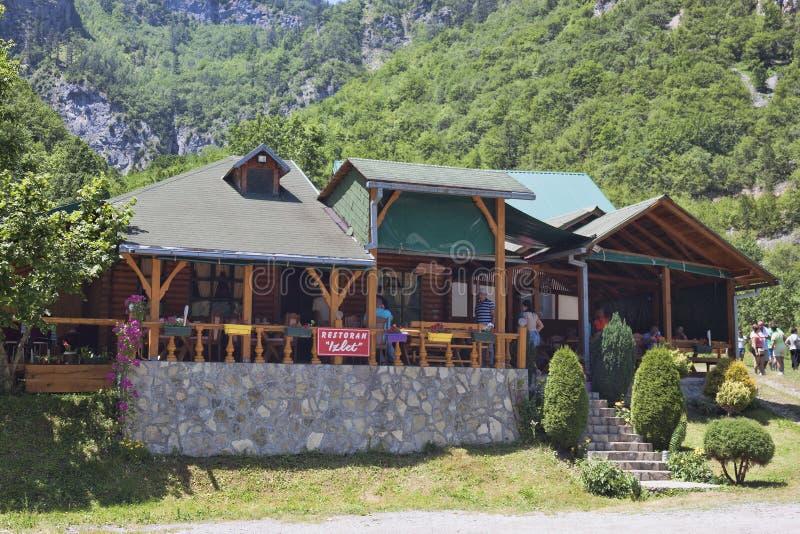 Izlet restauracja w Tara jaru Rzecznym terenie, Tam jest zawsze obraz royalty free