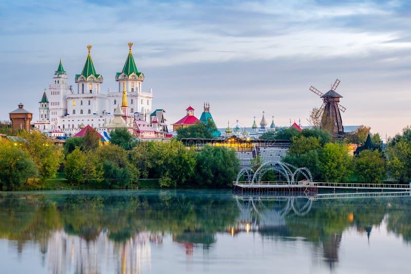 Izmailovo克里姆林宫的全景在莫斯科 免版税库存照片