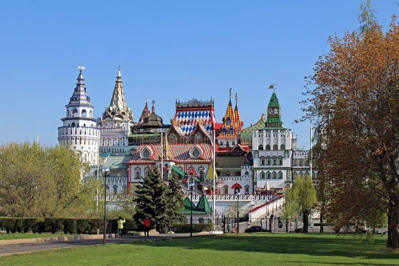 Izmailovo Κρεμλίνο στη Μόσχα Ρωσία ενάντια σε έναν σαφή μπλε ουρανό στοκ εικόνα με δικαίωμα ελεύθερης χρήσης