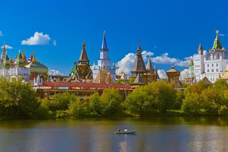 Izmailovo el Kremlin y ruso del lago - Moscú imágenes de archivo libres de regalías