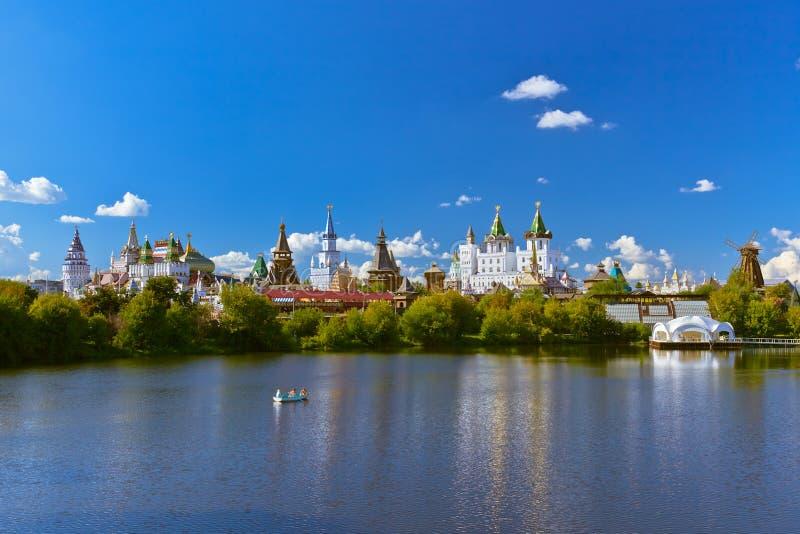 Izmailovo el Kremlin y ruso del lago - Moscú fotografía de archivo libre de regalías