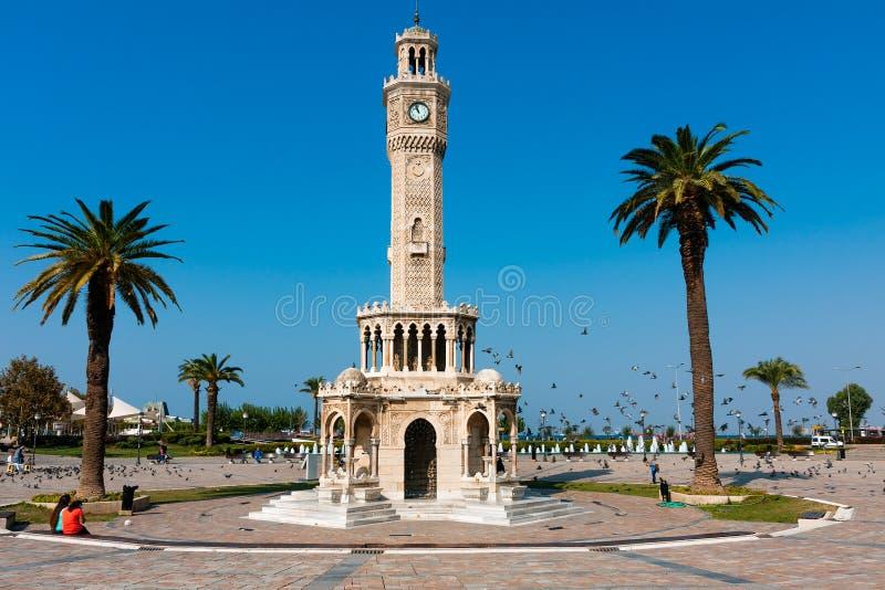 Izmir, tour d'horloge à la place de Konak images libres de droits