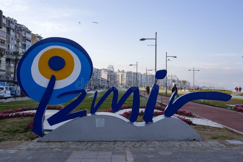Izmir, Turquia - 2 de março de 2019: Opinião da rua de Kordon em Izmir Izmir é destino do turista do populer em Turquia imagens de stock