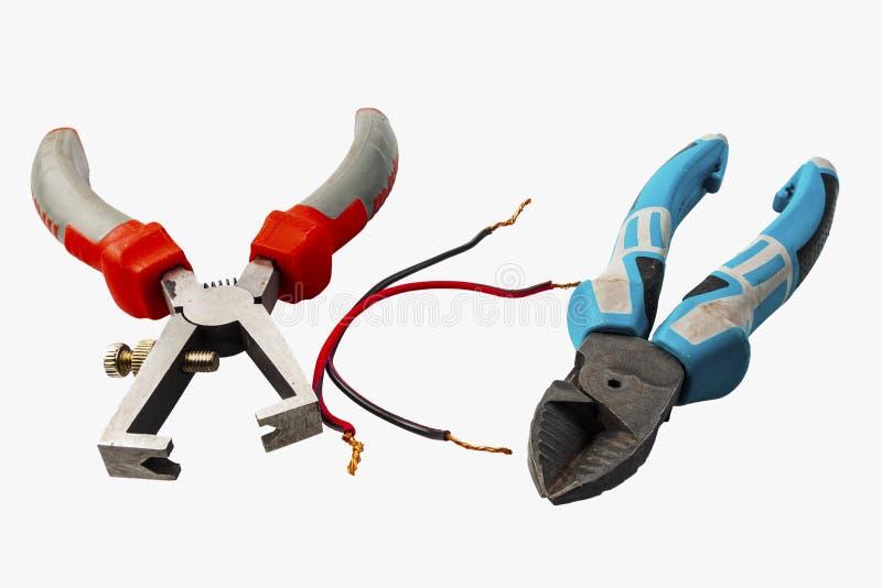 Izolujący druciani spychacze ustawiający elektryczni kable na błękitnym tło elektryczności pojęciu obraz stock