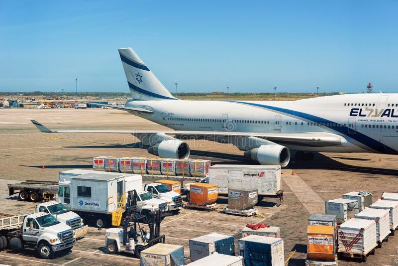 Izrael linii lotniczych samolotu skrzydła ładunku JFK i bagażu lotnisko międzynarodowe zdjęcia royalty free