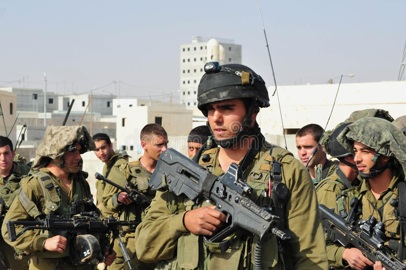 Izraeliccy żołnierze podczas Miastowego działania wojenne ćwiczenia fotografia stock