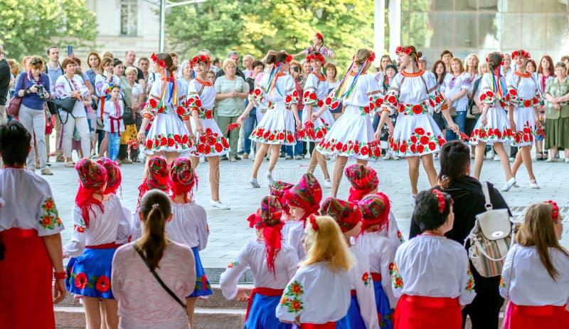 Járkov, Ucrania - 17 de mayo de 2018: día de fiesta bordado de la camisa en Járkov fotografía de archivo libre de regalías