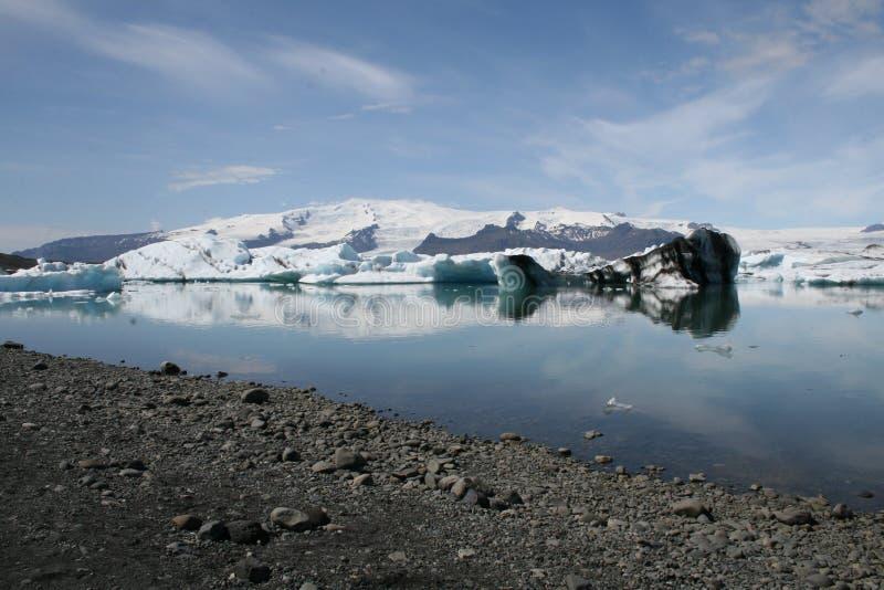Jökulsà ¡ rlà ³ n w Iceland Ogromny środowisko dokąd lodowowie łamają w wodę obraz stock