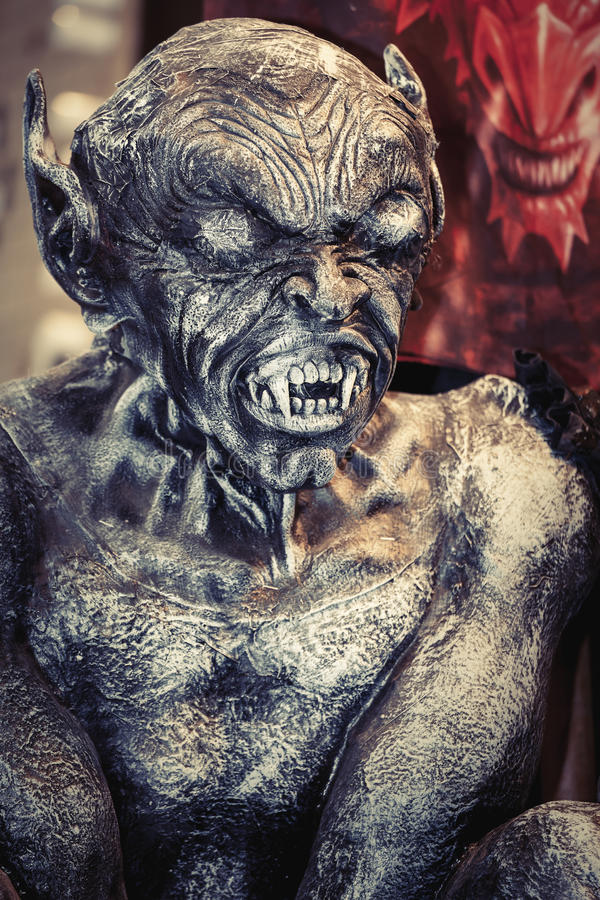 JäkelLucifer monster Allhelgonaaftonpartivarelse arkivfoton