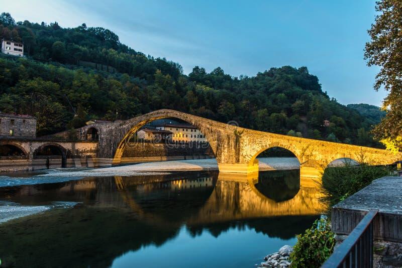 Jäkels bro, på Borgo en Mozzano, Italien arkivbild
