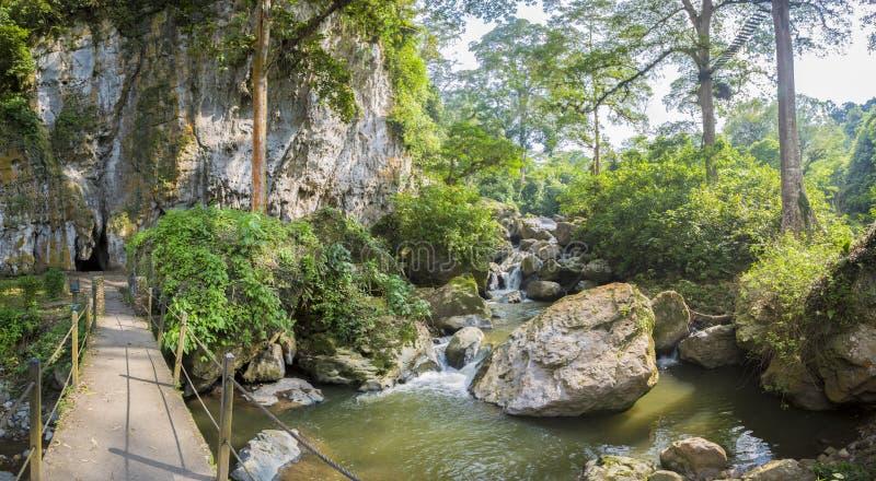 Jäkels grotta, markis och skog i Merida State arkivfoton