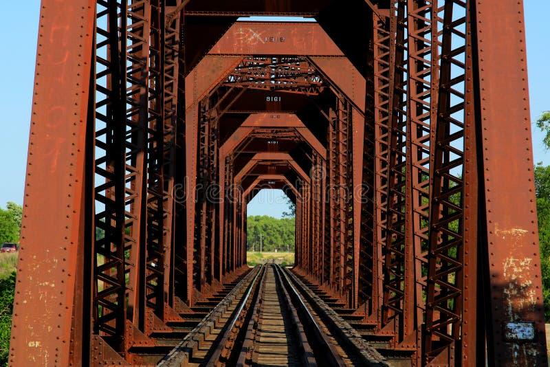 Järnjärnvägbro arkivbild