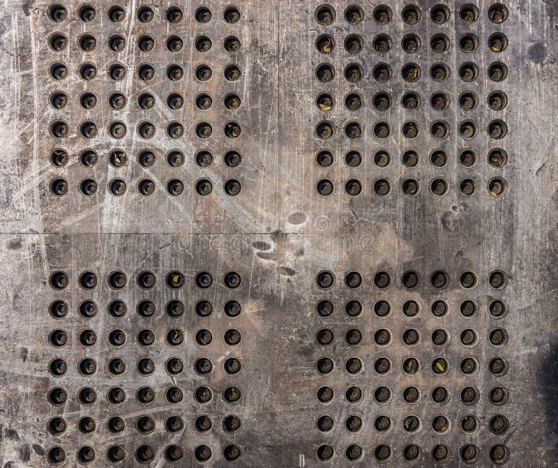 Järnplatta med bultar arkivfoton