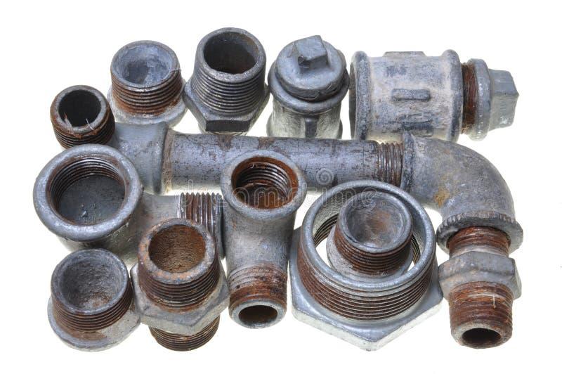 Järnrørmonteringar för rörmokeri arkivbild