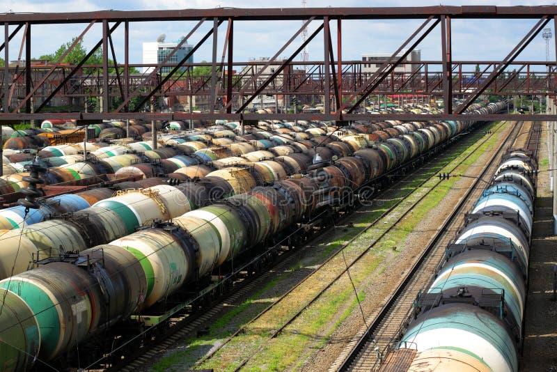 järnväg behållare arkivfoto