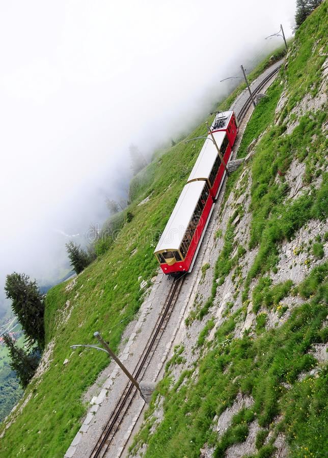 Järnväg för smal gauge. Schweitz. arkivbilder