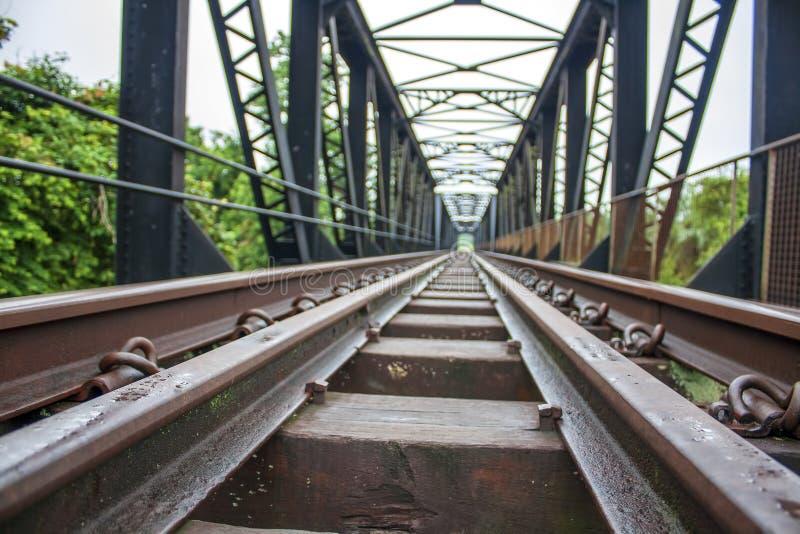 Järnväg flodkorsning royaltyfria foton