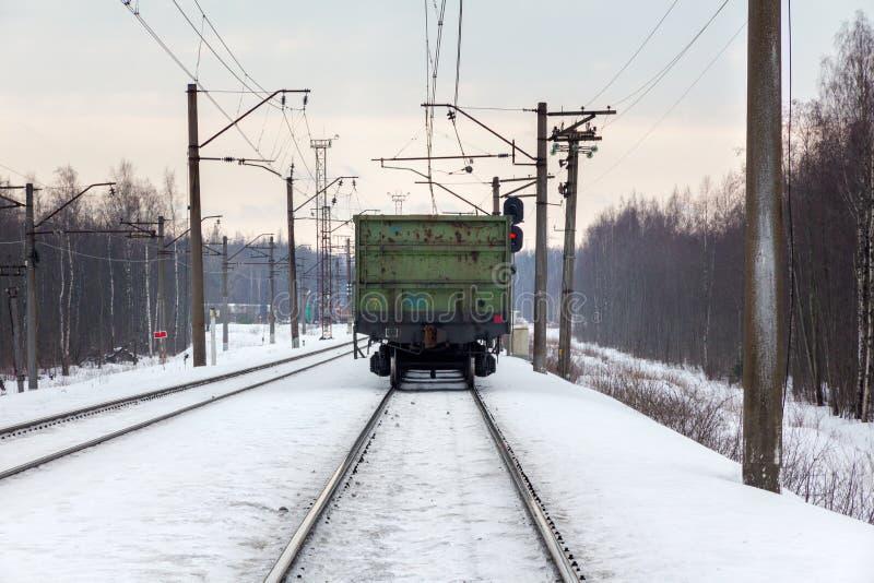 Järnväg fraktdrev som sträcker in i avståndet royaltyfria bilder