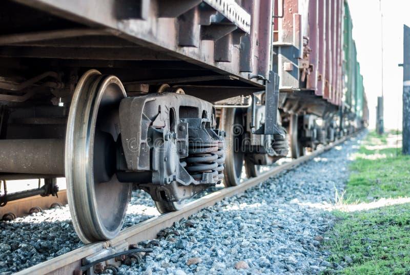 Järnväg fraktvagn Sändning vid stången royaltyfri bild