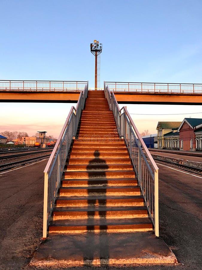 Järnväg korsning för solnedgång fotografering för bildbyråer