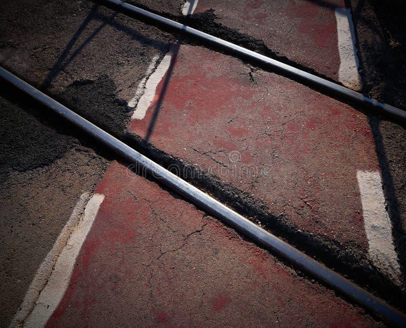 Järnväg korsning rött cykelspår arkivbild