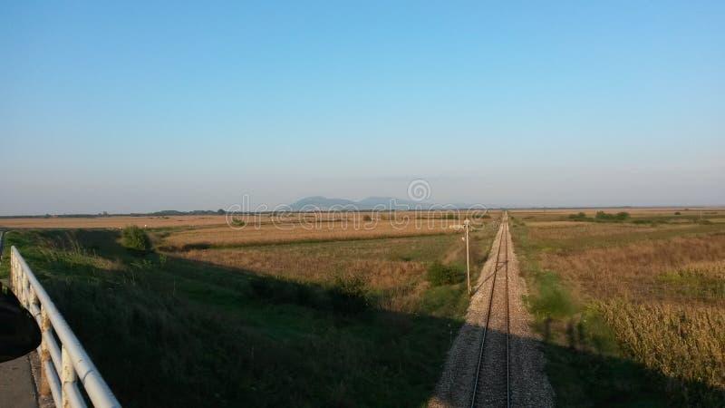 Järnväg nära den Vrsac staden fotografering för bildbyråer