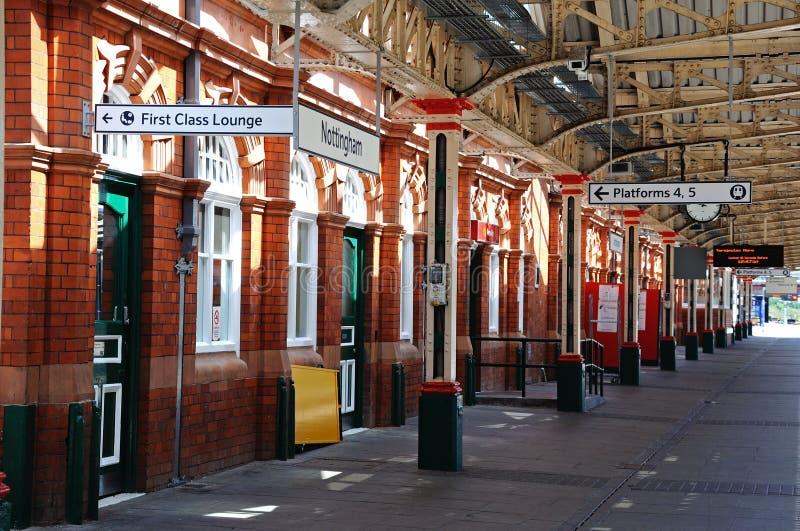 Järnväg plattform, Nottingham fotografering för bildbyråer
