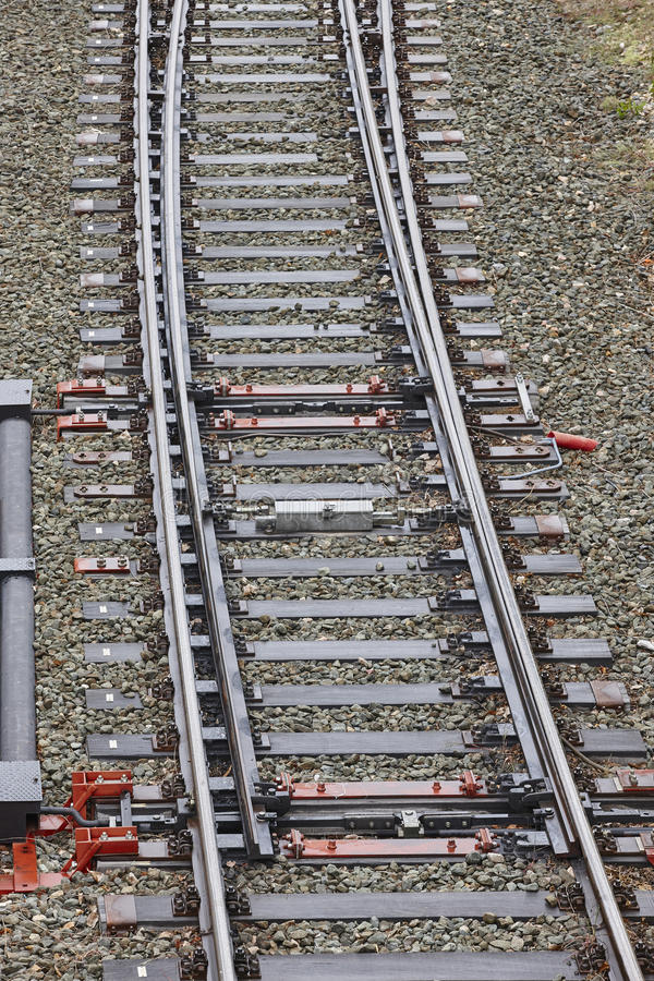 Järnväg punktströmbrytareföreningspunkt Trans.loppbakgrund arkivbild