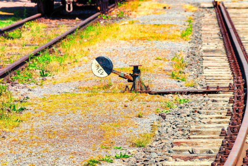 Järnväg signal och järnväg strömbrytare arkivfoton