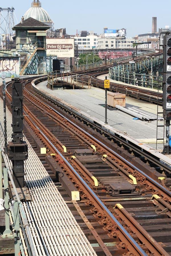 Järnväg spåriner den Williamsburg bron Brooklyn royaltyfri bild