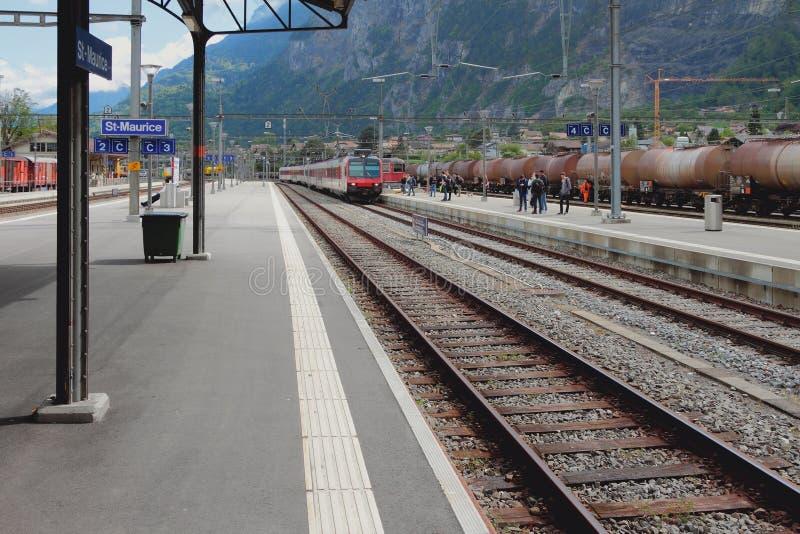 järnväg station Helgon-Maurice Schweiz royaltyfri foto